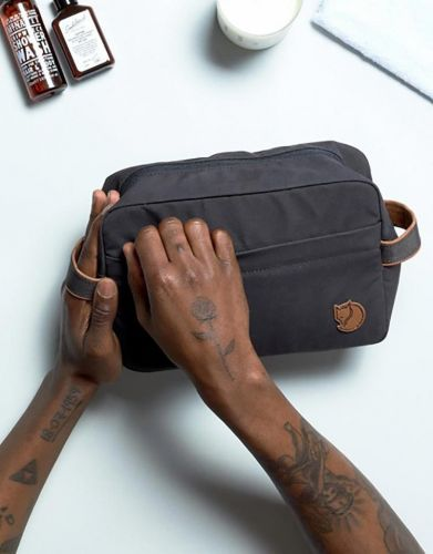 Travel Toiletry Bags for Men - Things to Consider