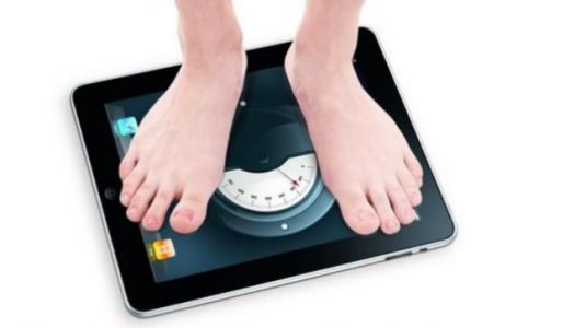 These men and women are posting their actual weight online to end body shaming