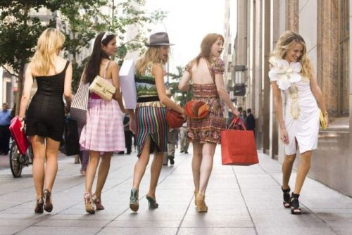 How A Stylist Would Dress Carrie Bradshaw For 'And Just Like That.'
