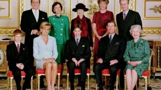 Princess Diana in this old Royal family portrait will make you terribly nostalgic