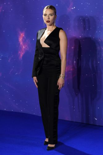 Scarlett Johansson's Asymmetrical Ensemble Is Unique from Every Angle
