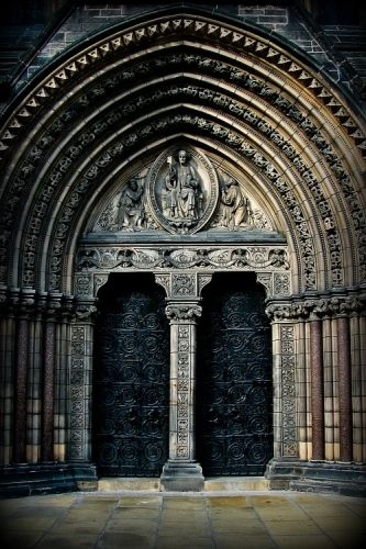 Legendary-scholar:Entrance to St Mary's Cathedral