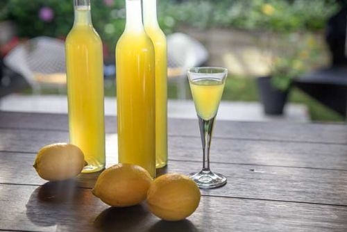 How to make luscious, lemony limoncello from scratch