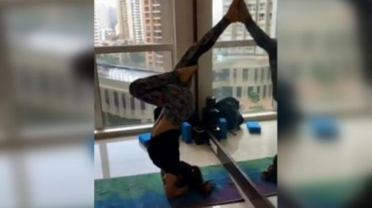 Mouni Roy pulls off incredible yoga asana in workout video. Watch