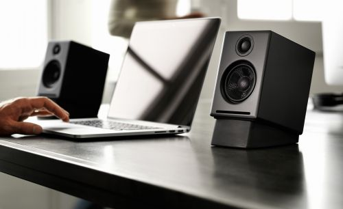 30 Lovely Speakers for Desk top Pics