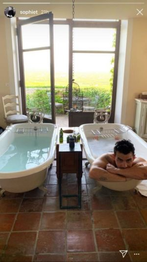 Sophie Turner Is Out Here Sharing Naked Bathtub Photos Of Joe Jonas & We're Not Mad