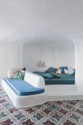 A SUMMER HOME ON THE ITALIAN ISLAND OF PONZA
