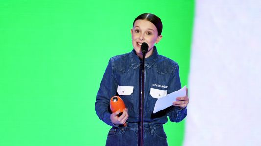 Millie Bobby Brown Honors Parkland Victims at the Kids' Choice Awards