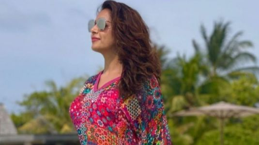 Bipasha Basu in Rs 6k mini floral kaftan dress adds spring vibes to the Maldives