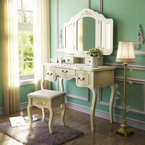 28 Beautiful Makeup Desk and Mirror Pictures