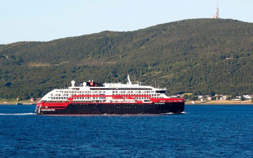 Passenger on Paul Gaugin ship tests positive for Covid