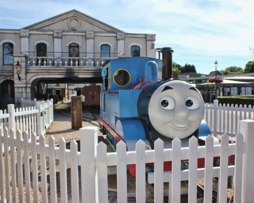 Thomas Land at Drayton Manor Theme Park review - what's on, is it worth the money and how does it compare to CBeebies Land at Alton Towers?