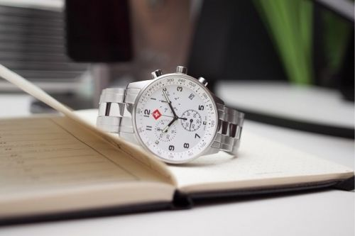Win a LHeure Luxe Classic Chrono Watch
