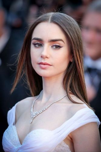 Badbitchesglobal:Lily Collins