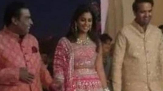 Mukesh 'Jackson' Ambani brings the house down at daughter Isha's sangeet