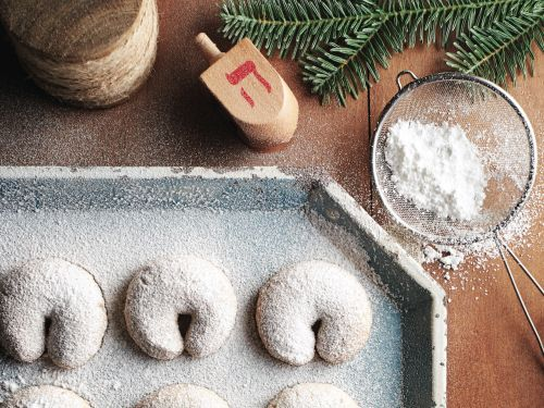 How To Store Your Holiday Cookies So They Last
