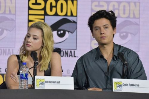 Lili Reinhart & Cole Sprouse's Body Language At Comic-Con Is Giving Me Anxiety