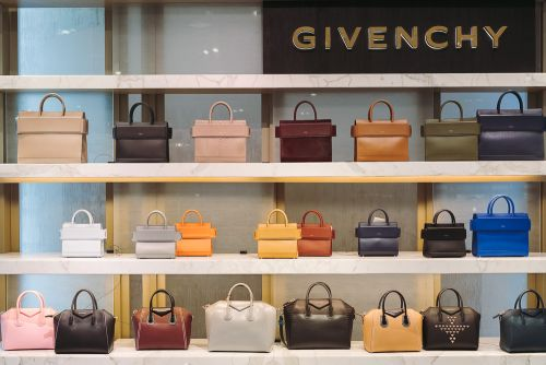Giveaway: Win a $1,000 Neiman Marcus Gift Card for National Handbag Day