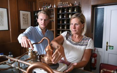 A masterclass in making gin and steeping it at home