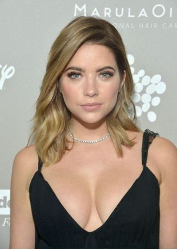 Badbitchesglobal:Ashley Benson