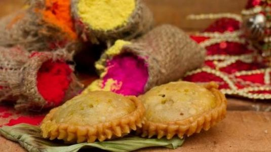 Do not consume adulterated food this Holi. We tell you how