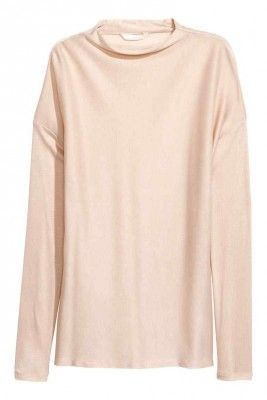 Mad Deals Of The Day: A Comfy $8 Top From H&M And More