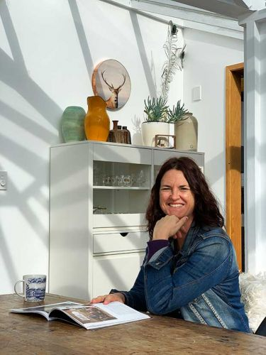 At home with colourful Wellington oil painter Jane Blackmore