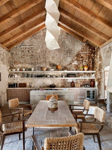 THE RENOVATION OF A 15TH CENTURY BUILDING IN CROATIA