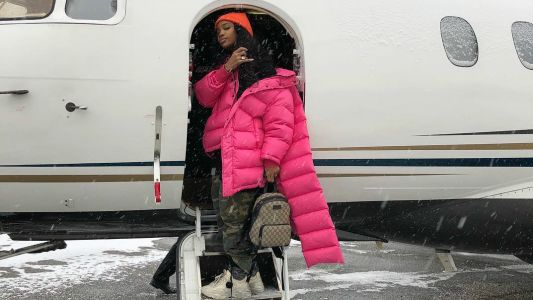 SZA Adds Some Much-Needed Color to an Icy Winter Travel Day