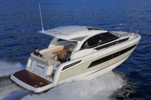 Jeanneau Motor Yacht Face-Off: Leader 33 vs Merry Fisher 1095