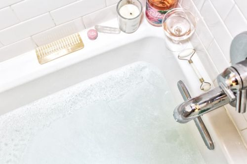13 Dreamy Gift Ideas For Anyone Who Really Loves Taking Baths