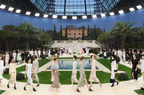 The Beauty Look at Chanel's Spring 2019 Couture Show Paid Homage to David Bowie