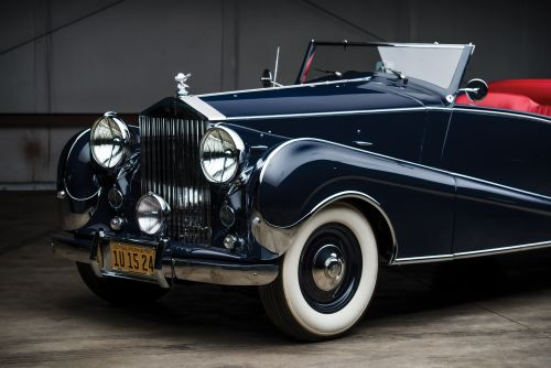 1947 Rolls Royce Silver Wraith auctions for Rs. 1.7 cr. at India's first online classic car auction