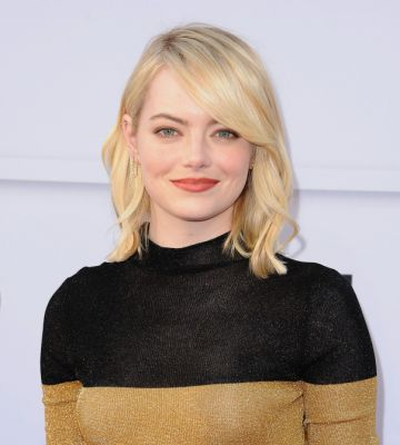 Emma Stone Ditched Her Bob for Shoulder-Length, Platinum-Blonde Extensions