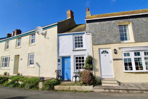 An extremely narrow Cornish cottage is now on sale for £225,000