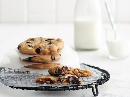 The Secret To Chewy Chocolate Chip Cookies, Plus 4 More Essential Baking Tips From Anna Olson