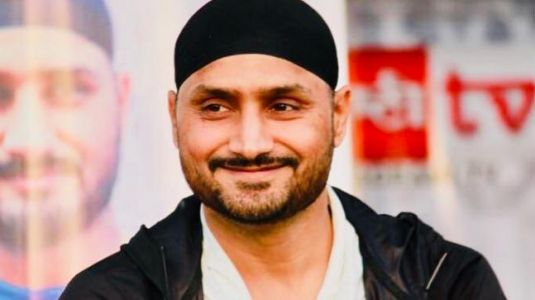 Watch: Harbhajan Singh sings Kishore Kumar classic on World Music Day
