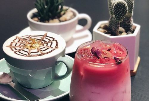 Cafe's rose gold lattes might be the most Instagrammable drink ever