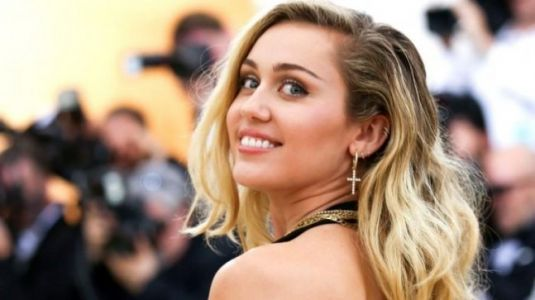 Singer Miley Cyrus denies her pregnancy rumour: I am not 'egg-xpecting'