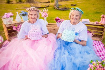 Pair of twins celebrate their 100th birthday with brilliant photoshoot