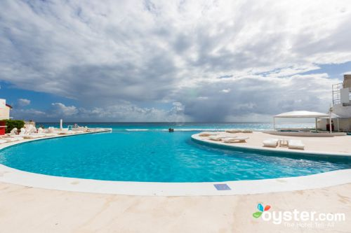 The 18 Most Gorgeous Infinity Pools in the Caribbean