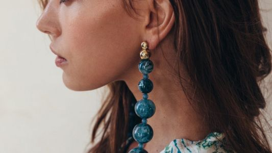How to wear beaded jewellery by the beach