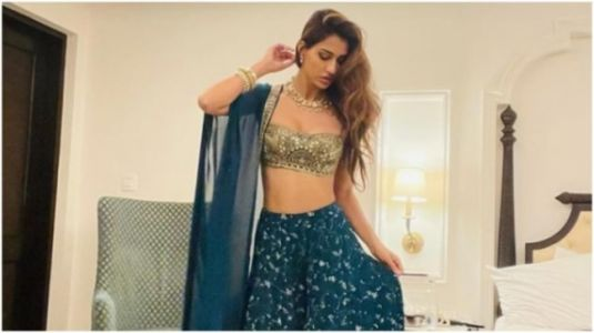 Disha Patani in gold blouse and skirt is simply breathtaking. Krishna Shroff comments