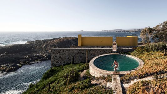 The Cliff-Hanging Los Vilos House By Cristián Boza Represents Timeless Typology