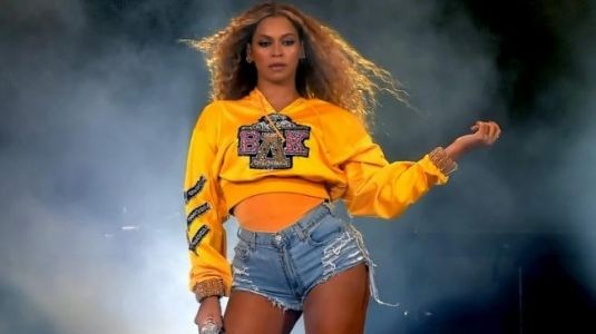 How much money does Beyonce charge for a private performance?