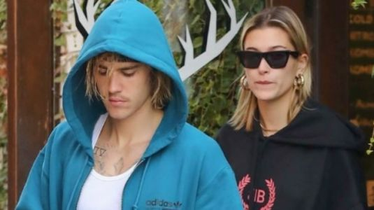 Justin Bieber-Hailey Baldwin share an intense kiss at cafe. Watch video