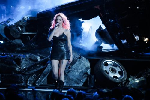 Halsey Handled Her Wardrobe Malfunction at the iHeartRadio Music Awards Like a Champ