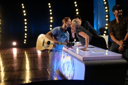 'American Idol' contestant was 'uncomfortable,' but says Katy Perry's kiss wasn't harassment