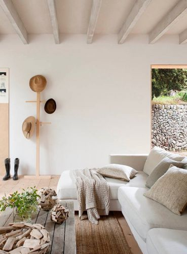 A BEAUTIFUL HOLIDAY VILLA FOR RENT ON MALLORCA, SPAIN
