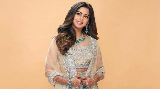 Isha Ambani is a princess in this Manish Malhotra lehenga. Unseen pic from Akash Ambani wedding